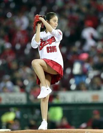 今田美桜_プロ野球始球式_ミニスカ_エロ画像_01