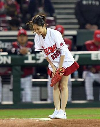 今田美桜_プロ野球始球式_ミニスカ_エロ画像_03