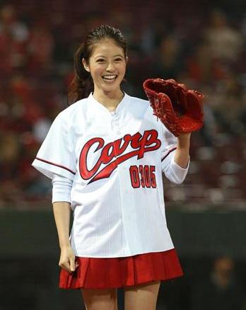 今田美桜_プロ野球始球式_ミニスカ_エロ画像_04