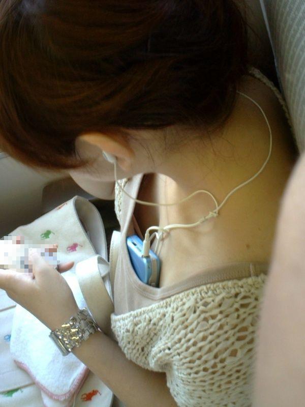 電車で胸チラ探しは、ドキドキするから止められない!