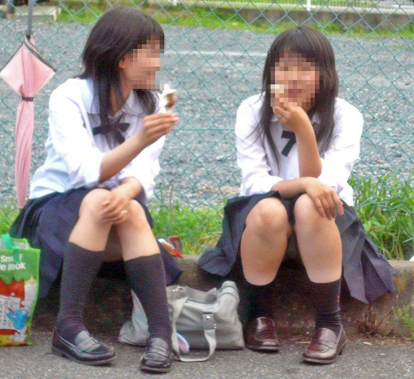 清楚系の女子校生が普通にパンチラしてるぞ!