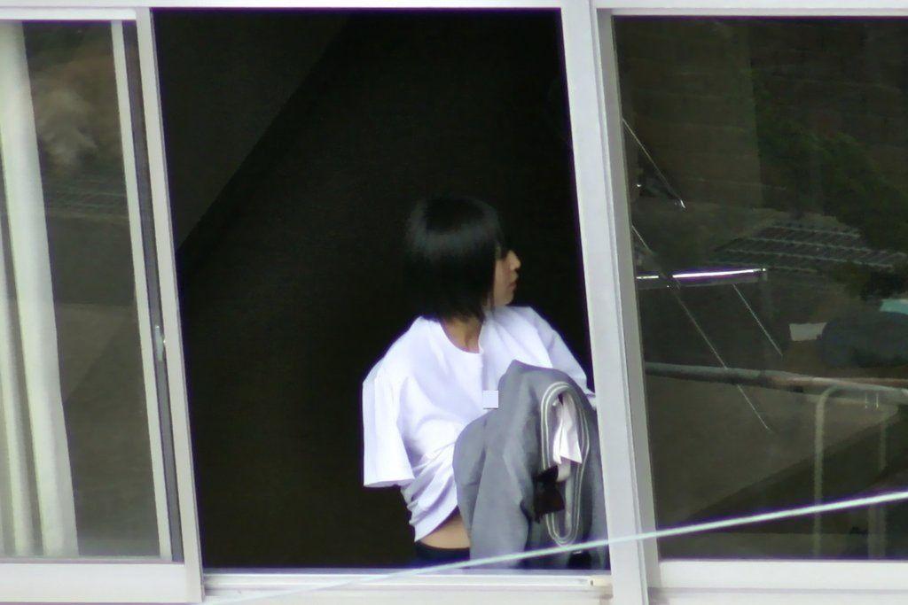 黒髪美少女の着替えを望遠カメラで覗く!