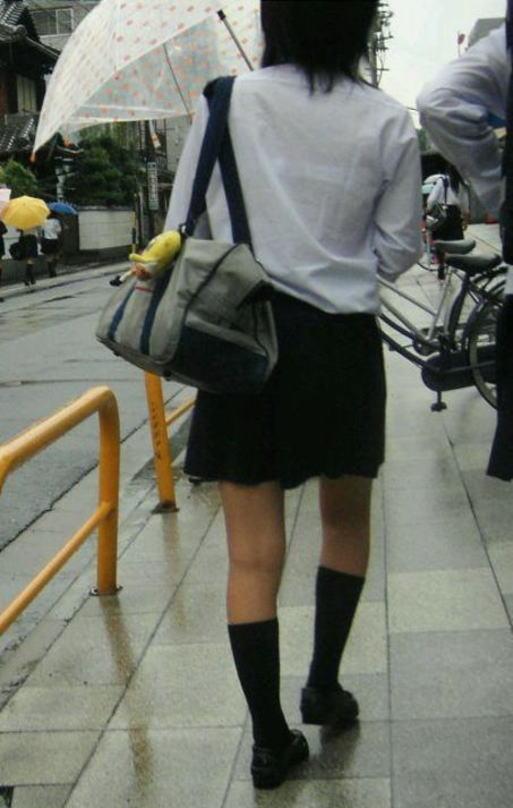 雨でJKの制服が濡れてブラジャーがモロ見えだよ!