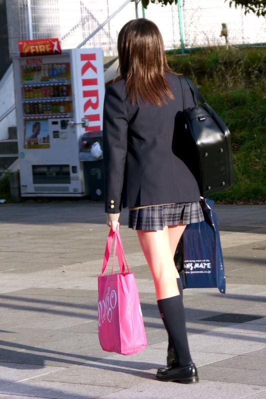 女子校生の美脚の破壊力が半端なさすぎる!