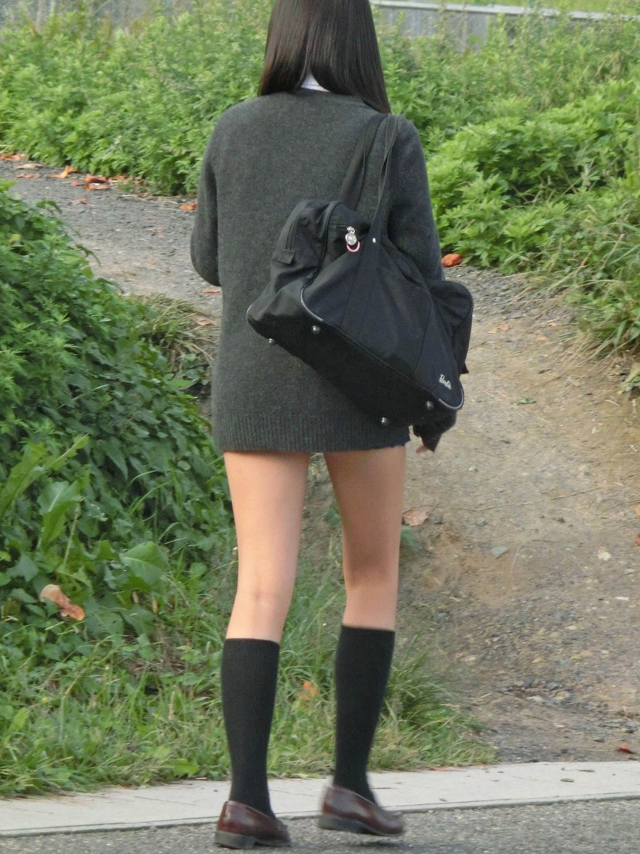 足を長く見せるためのミニスカートを履いてる!
