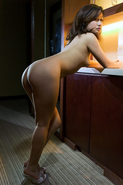 全裸美女の形の綺麗な美尻にそそられる!