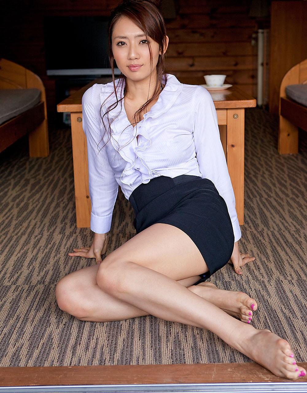 美人お姉さんの美脚が魅力的すぎる!