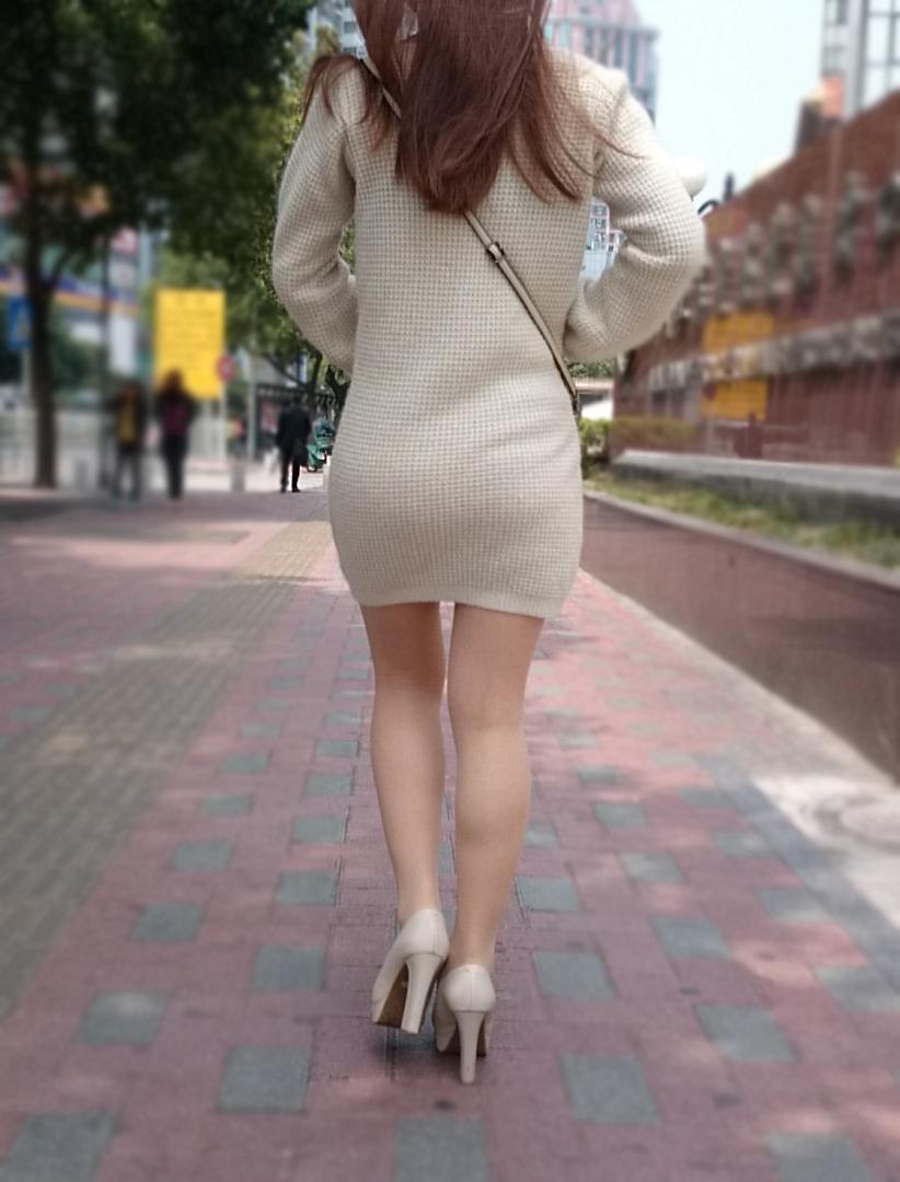 街中で理想の美脚お姉さんを発見しました!