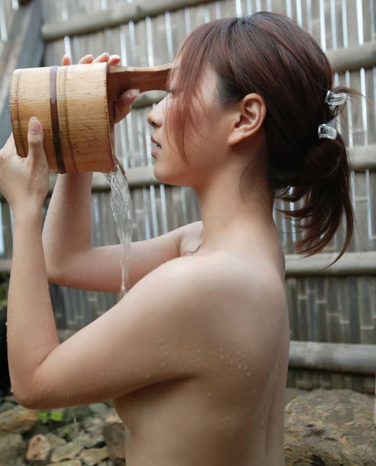横アングルで女性の裸体を見事に盗撮した!