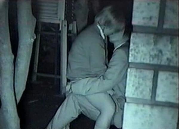 キスしてイチャついてるカップルを隠し撮り!
