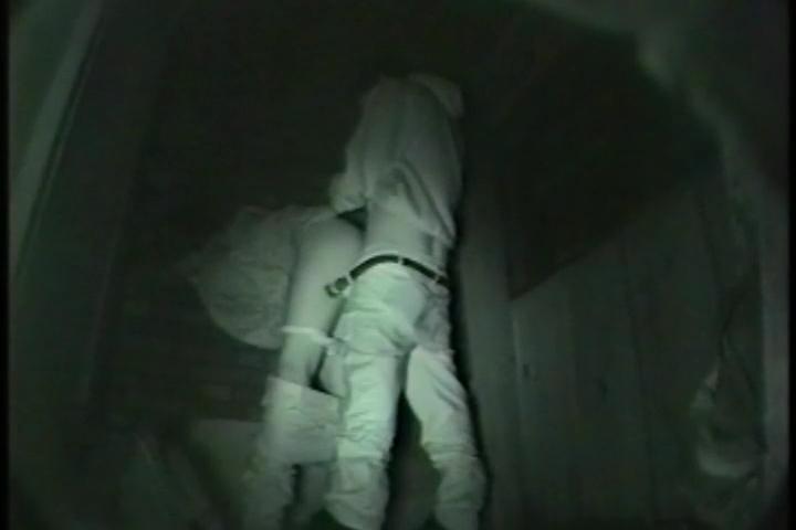 暗闇で撮影可能な赤外線カメラで素人カップルを盗撮!