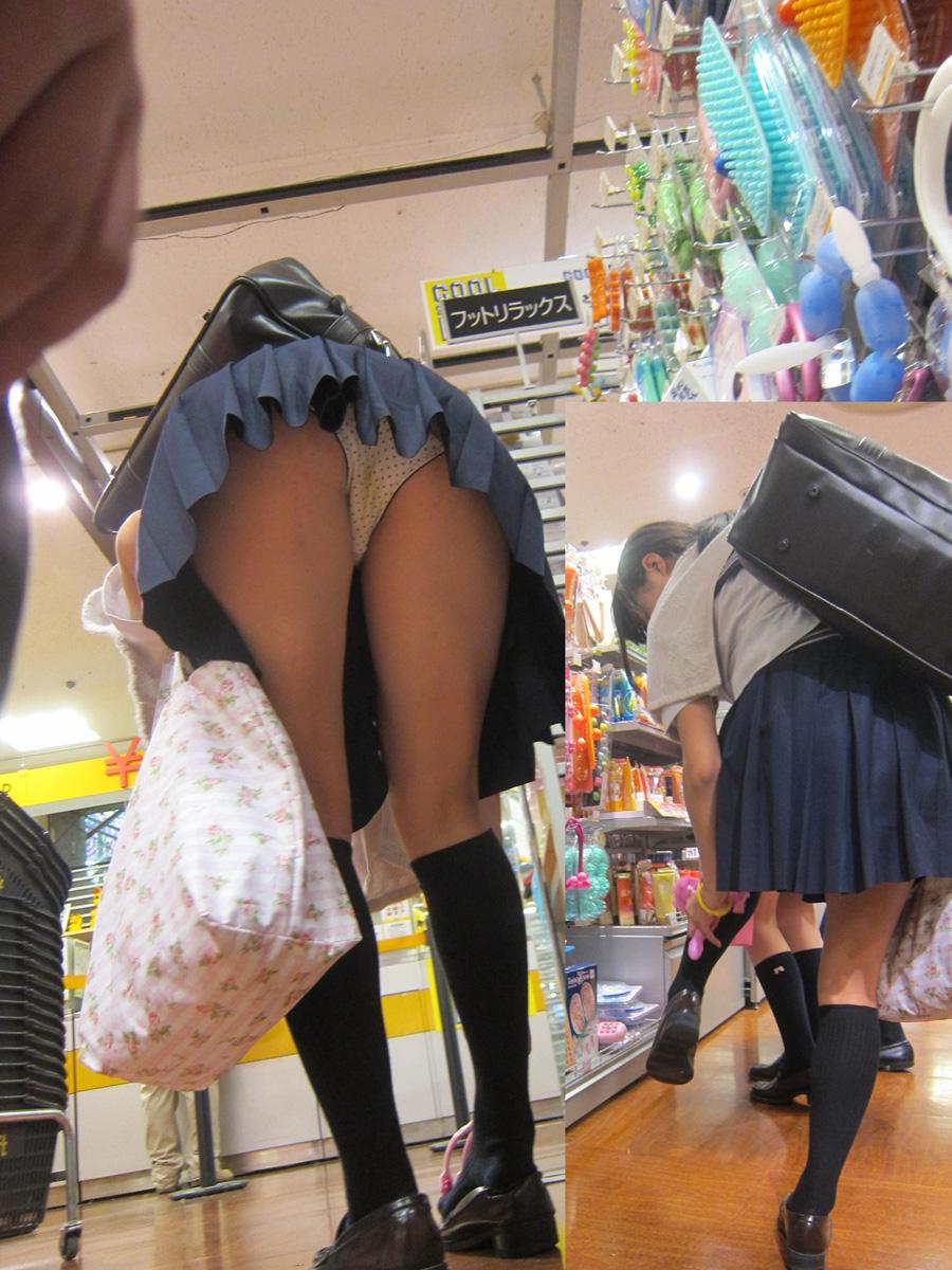 買い物中のJKの太ももとパンティーを覗く!