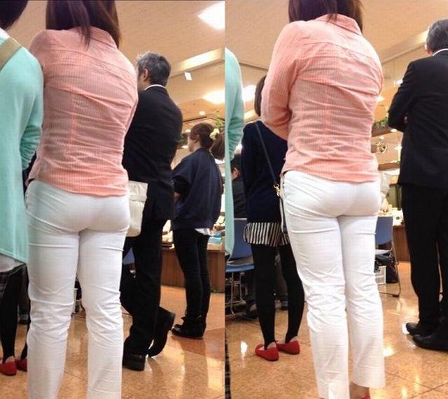 買い物中の女性の透けパンを激写したった!