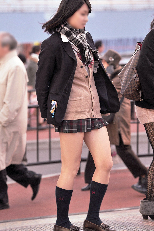 ミニスカ制服のJKの生足が本当に素晴らしいぞ!