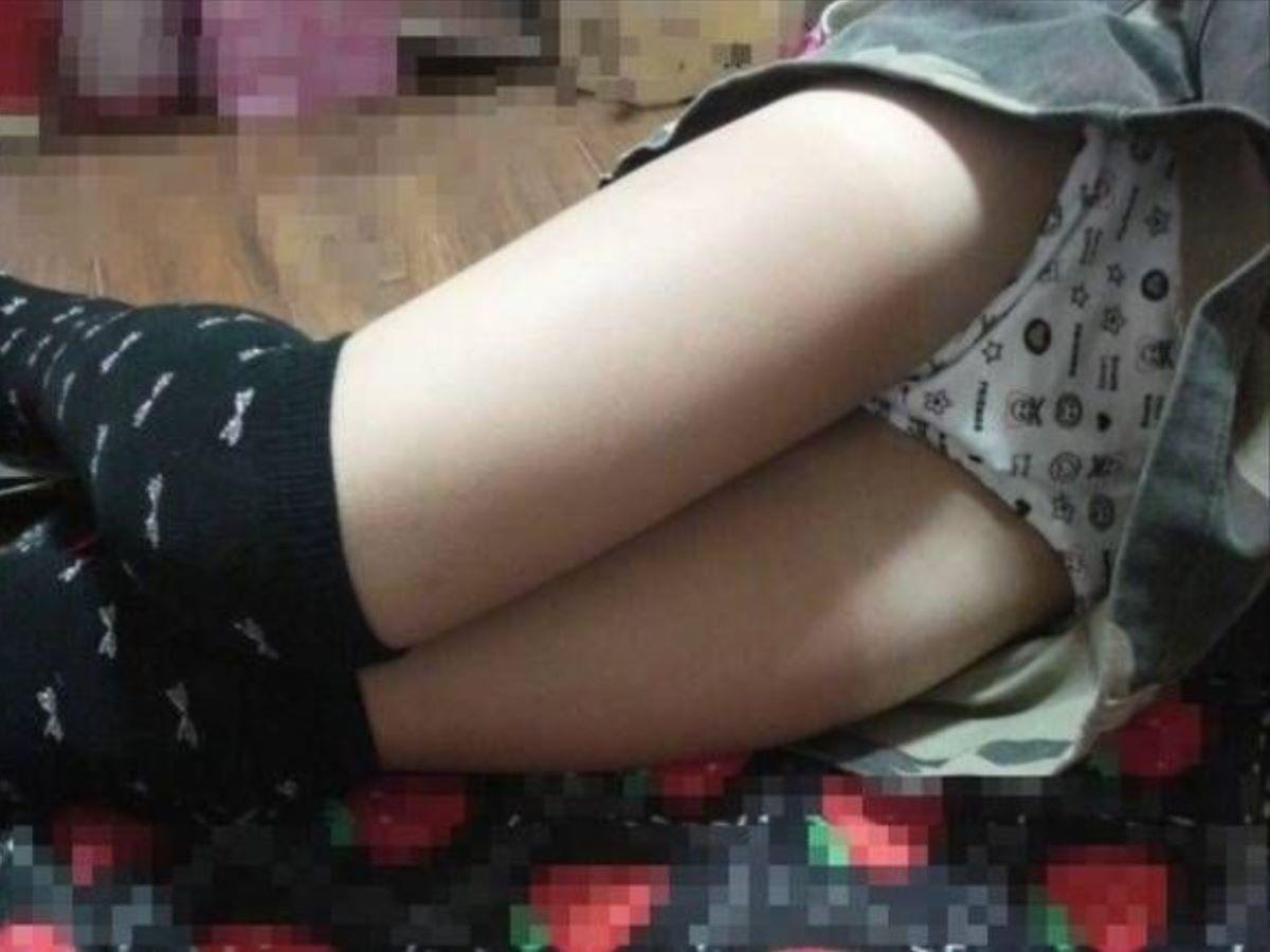 寝てる妹の下着と美脚を隠し撮り!