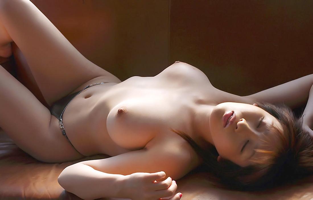 スレンダー巨乳の美女がエロくて堪らんね!