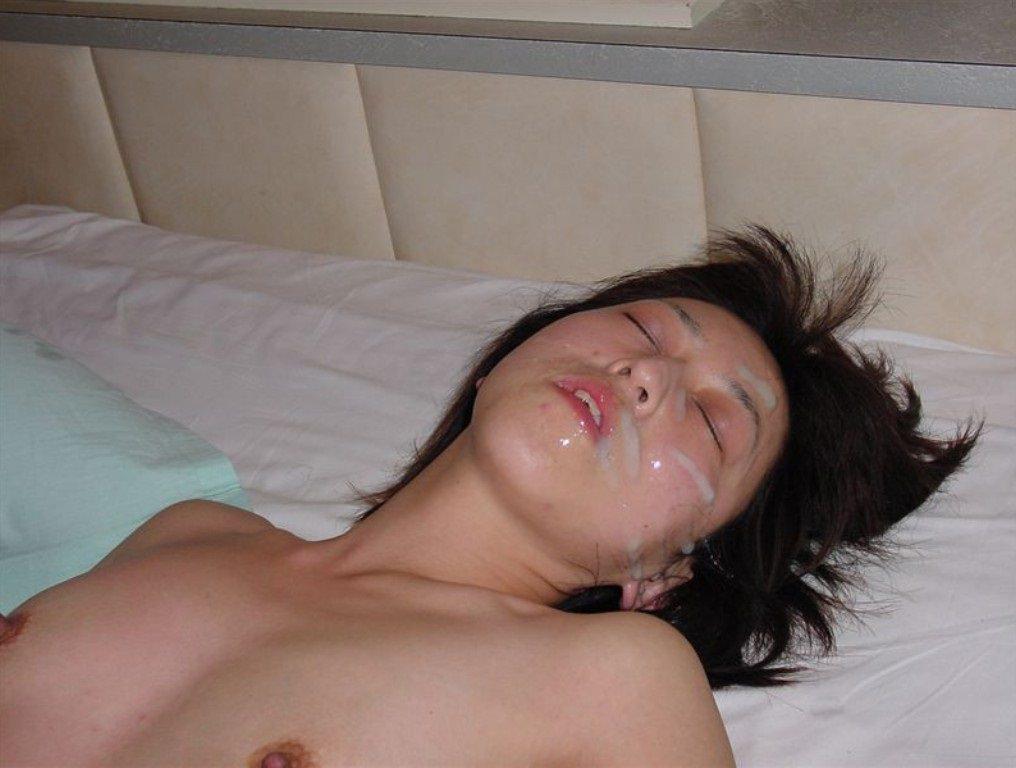 濃厚セックスの後は顔面に精子をぶっかけ!