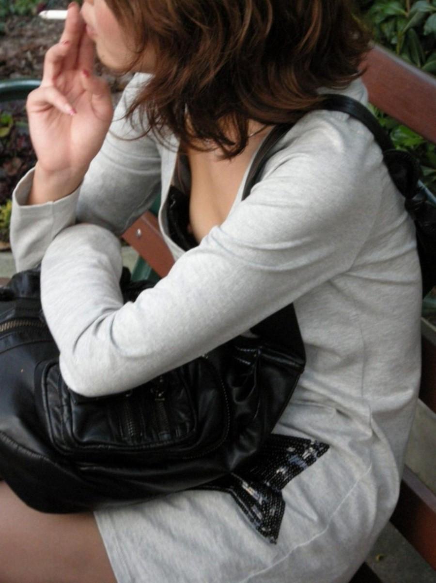 タバコを吸ってるギャルの乳首を盗撮したった!