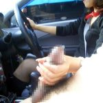 【車内手コキエロ画像】ドライブ中にチンコを手で握り締めてゴシゴシする女性がエチエチすぎる!