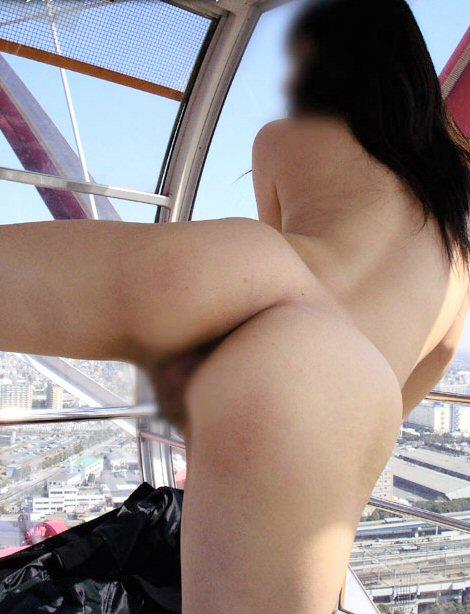 素人変態女が観覧車の中で全裸になる!