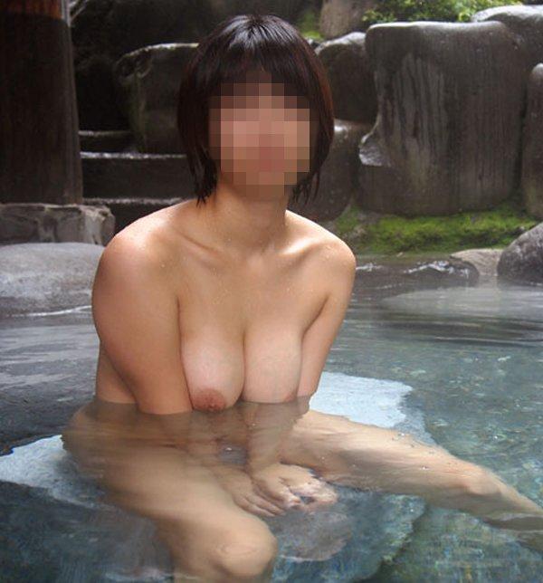 巨乳女性が入浴してると迫力が半端ない!