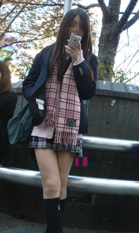 透き通る美脚の女子校生が可愛すぎる!