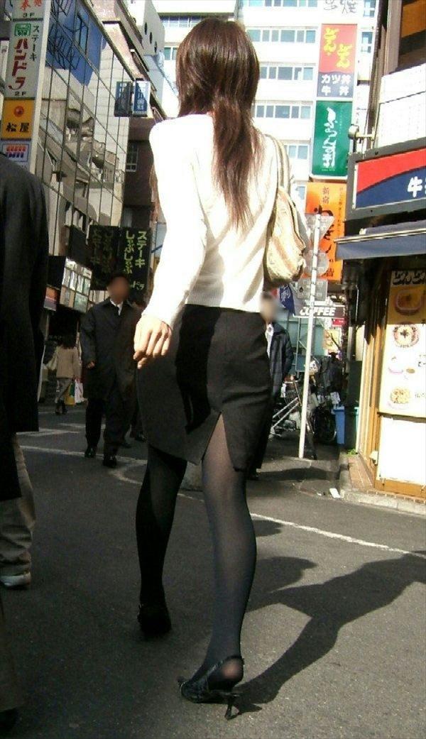 黒パンストにタイトスカートでフェロモン撒き散らす!