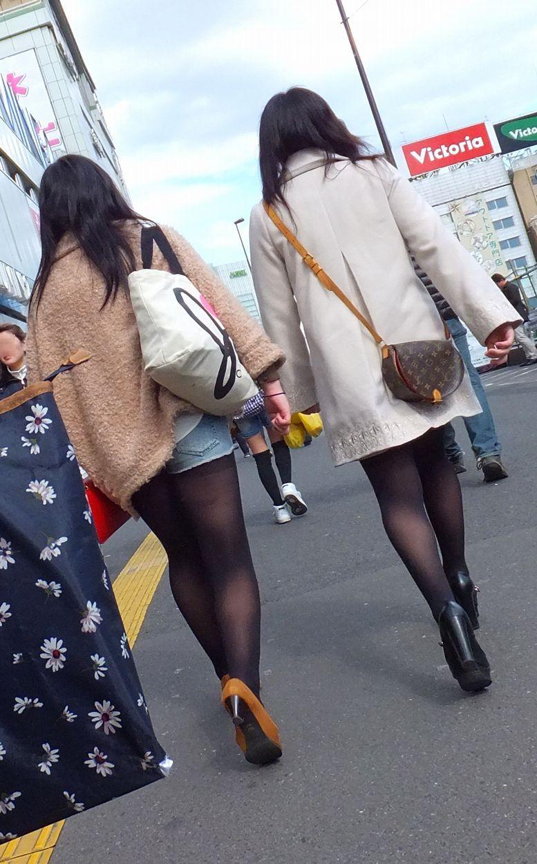 素人女性たちの黒パンスト姿を隠し撮り!