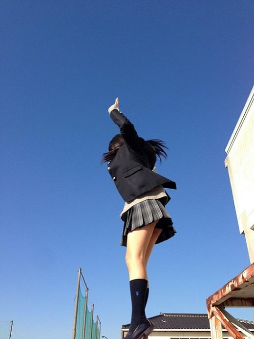 ジャンプしてる女子校生のパンツを盗撮!