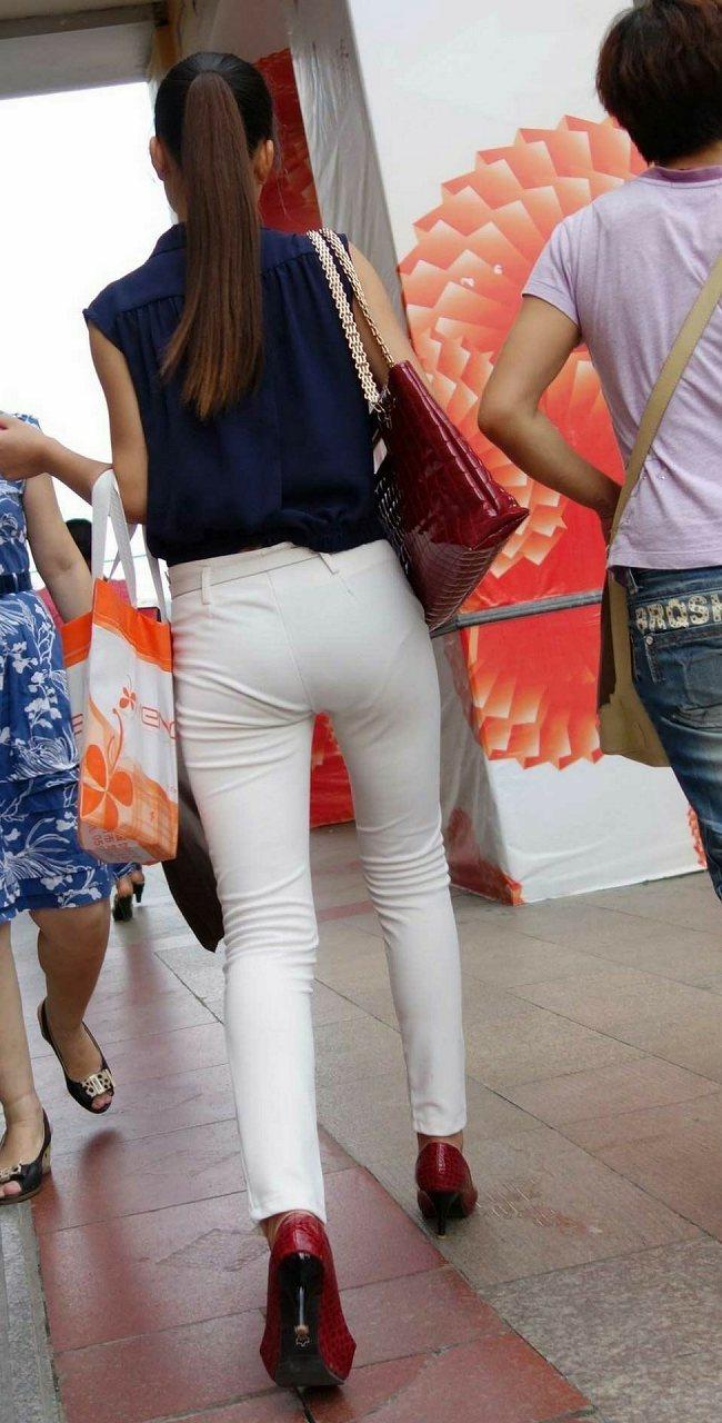 ポニーテールでモデル体型の美女のパンツ透け!