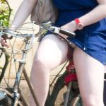 【自転車パンチラエロ画像】ミニスカ女性がチャリに乗ってパンツ丸出し…厳選して盗撮した奴をアップ!