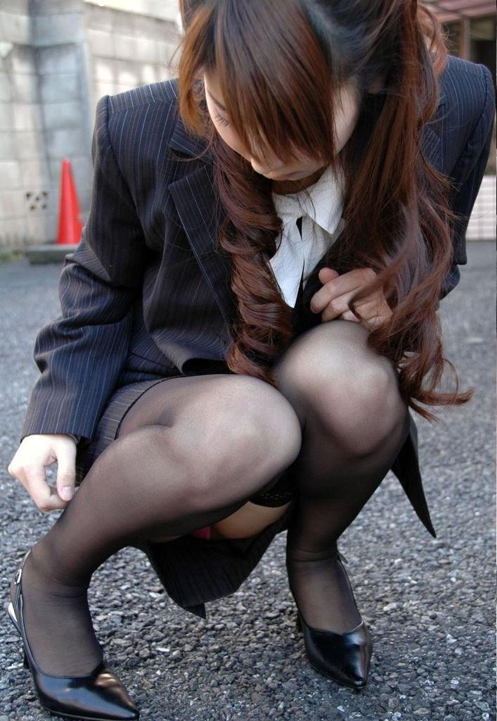 美人OLのタイトスカートから見える下着!