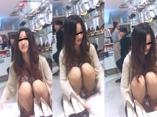 ロングヘアの美人店員のパンツを盗撮!