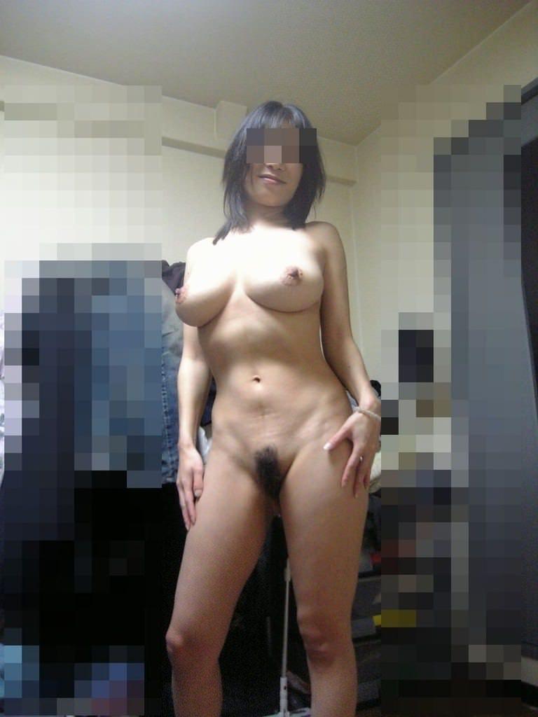 巨乳でエロイ体した熟女の全裸姿に興奮!