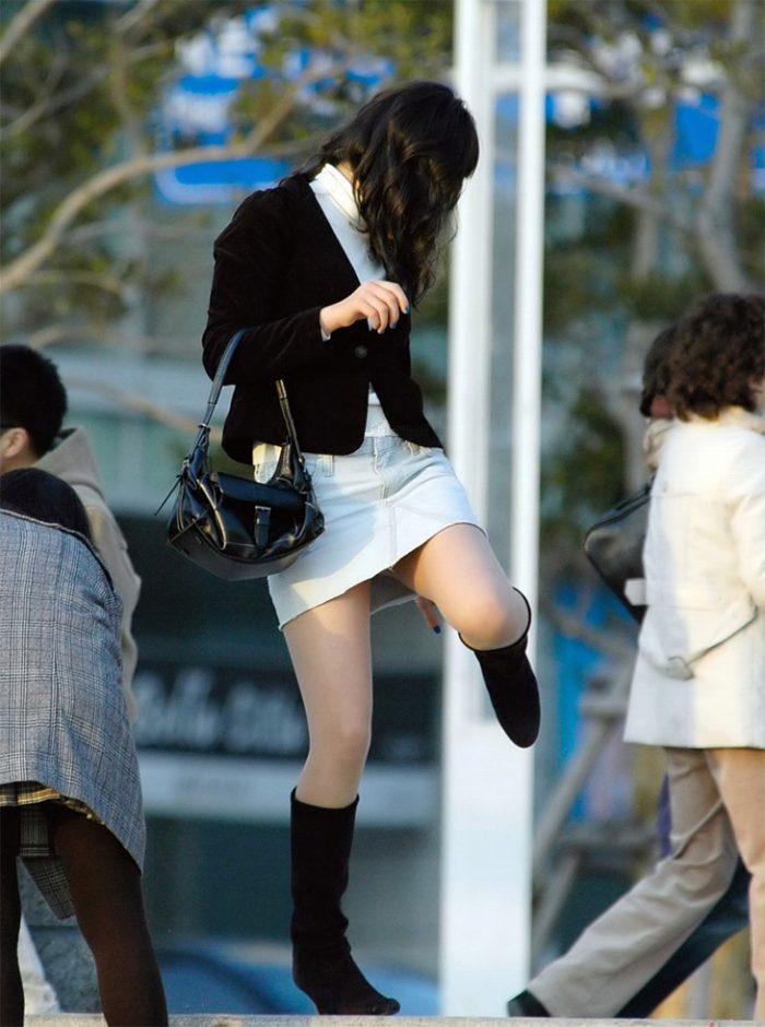 街で目が行ってしまうミニスカお姉さんの美脚!