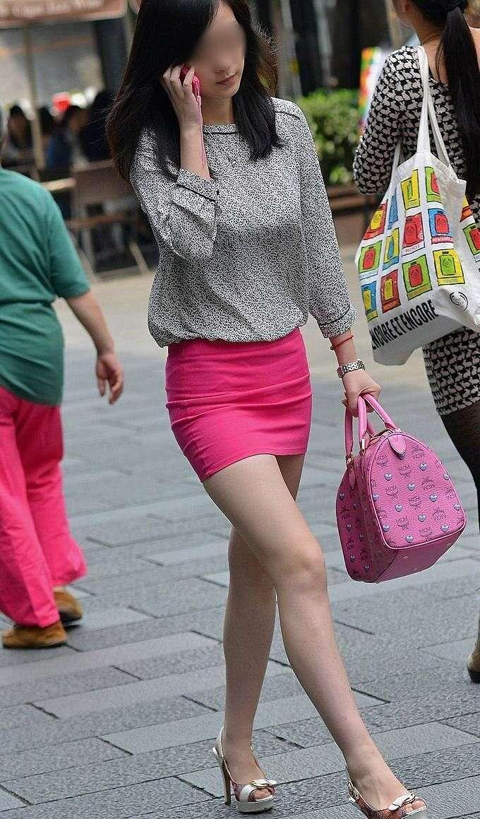 色っぽい美女の美脚が魅力的で見入ってしまう!