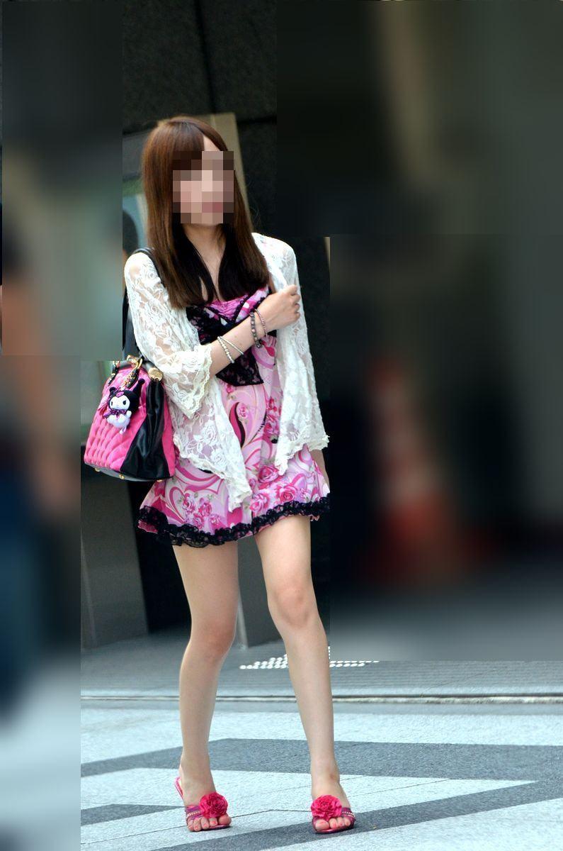 激カワ女性のモデルのような美脚がいいね!