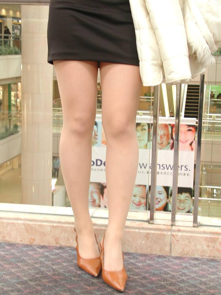 美人お姉さんのタイトスカート美脚を接写撮り!