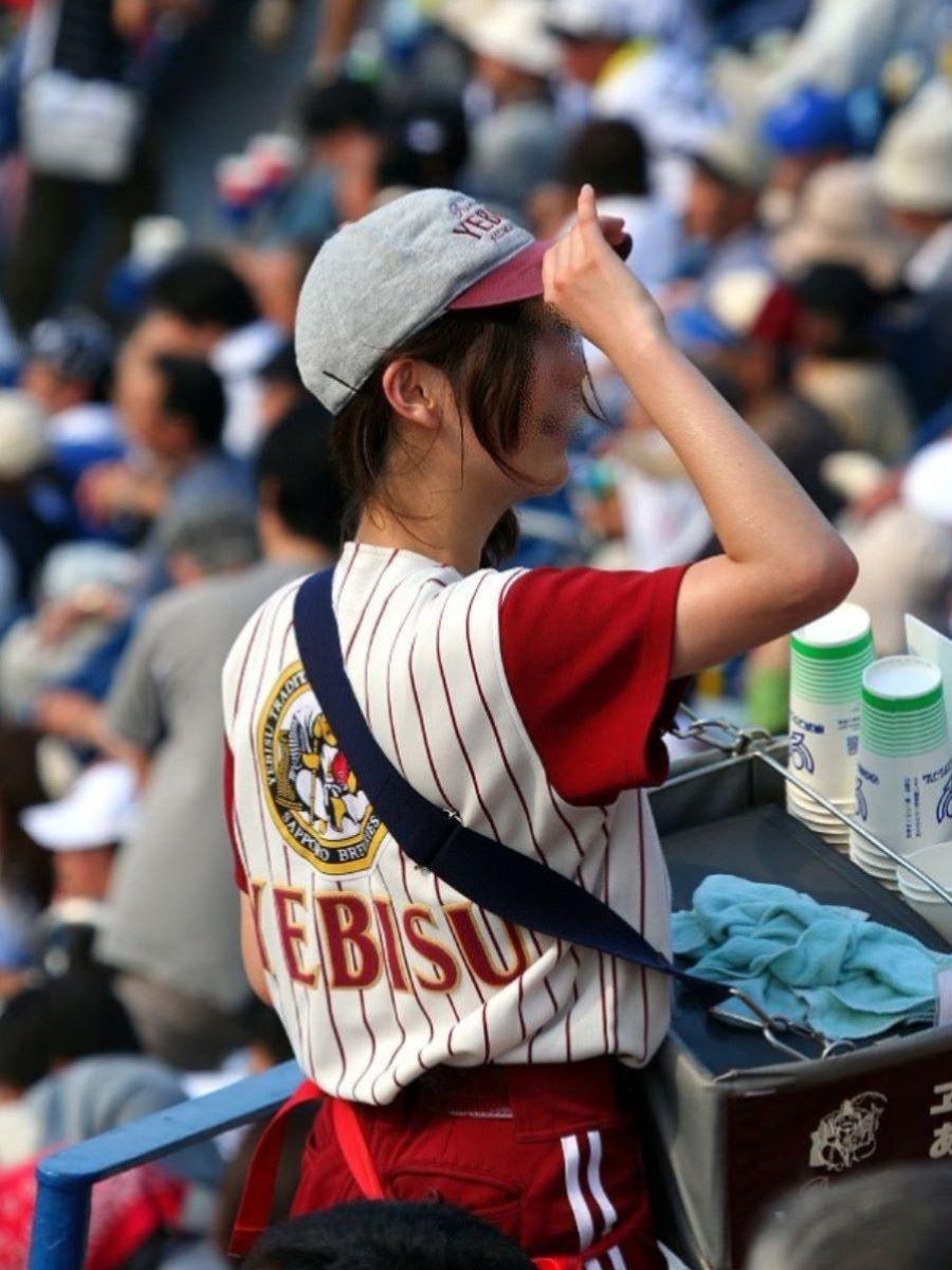 激カワなビール売り子を隠し撮り!