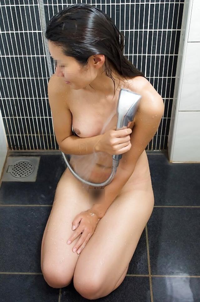 シャワーを浴びる美熟女の裸が魅力的すぎる!
