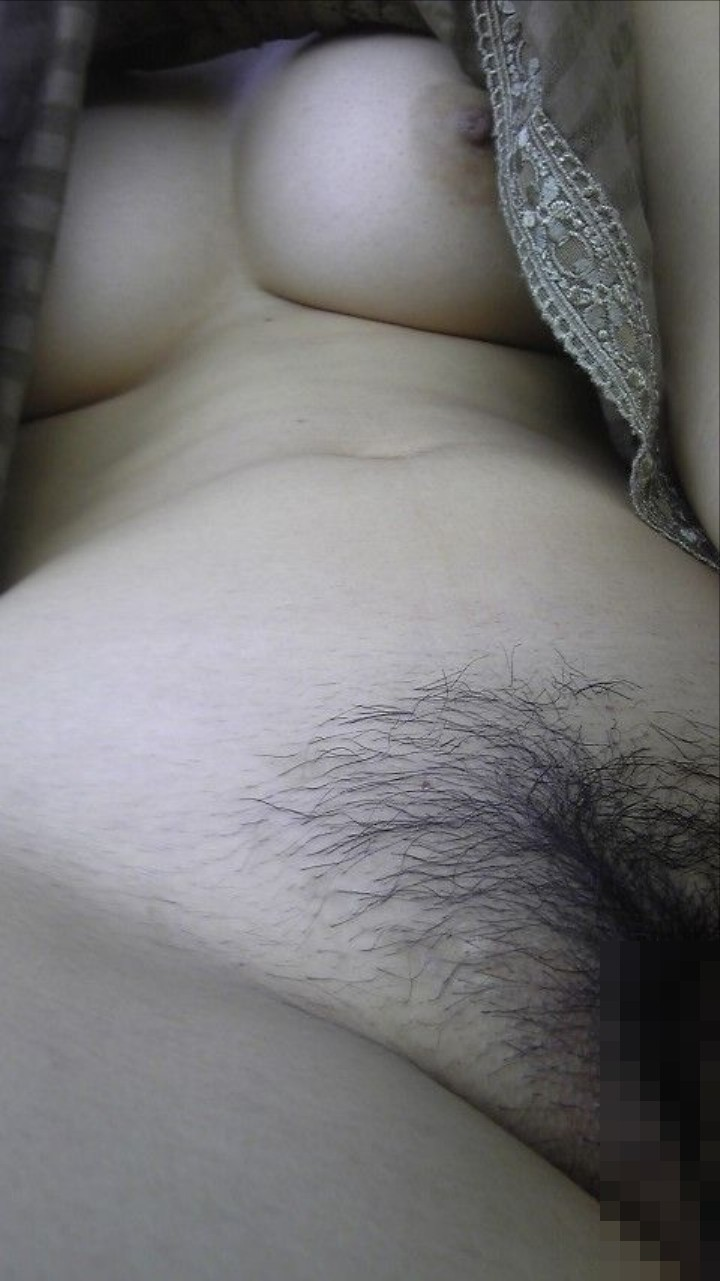 巨乳素人がマン毛をドアップで自撮りしてる!