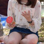 【花見パンチラ盗撮エロ画像】公園で桜を満喫して無警戒な素人女性達のパンツをこっそり撮影!