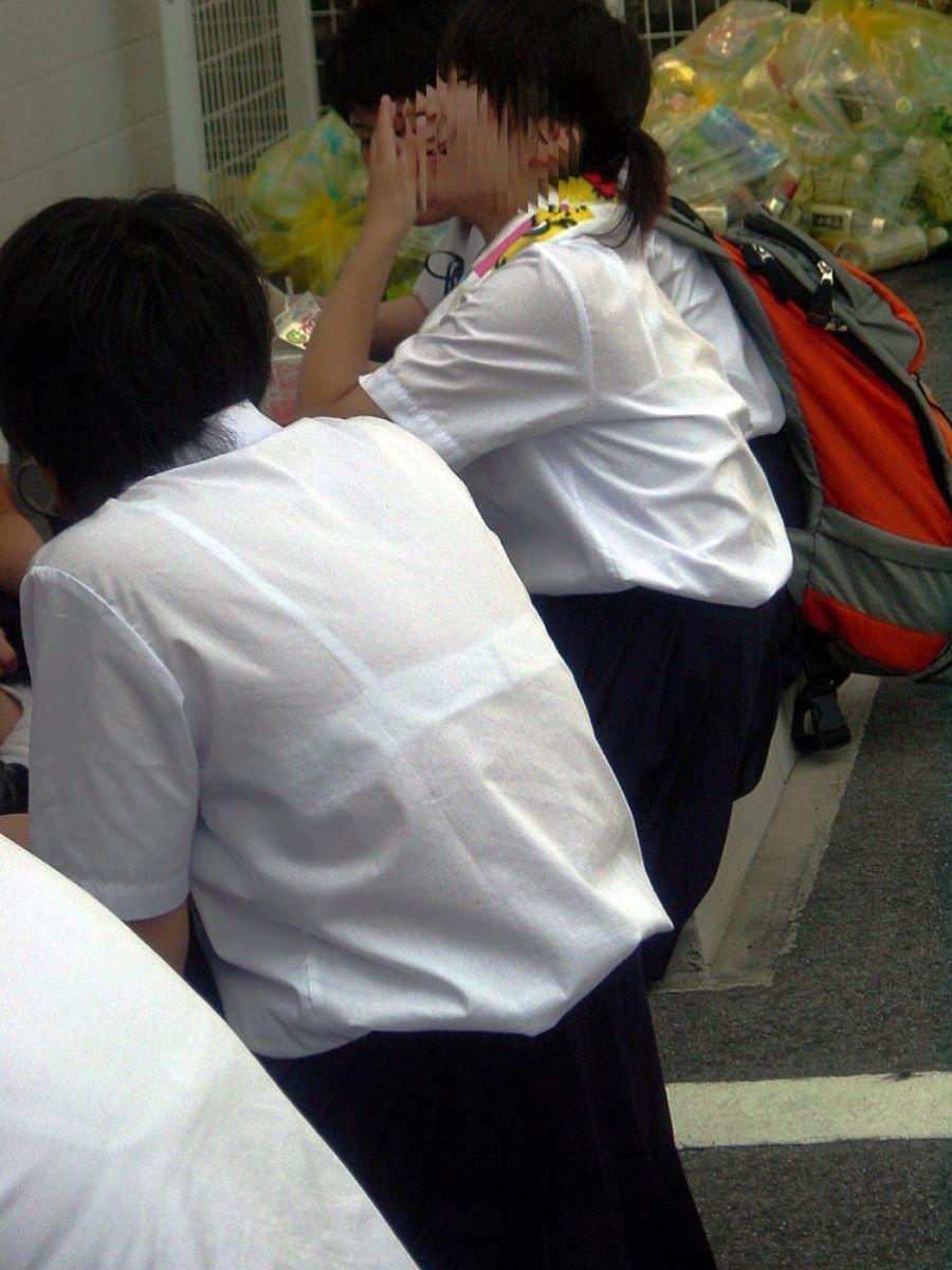 女子校生たちの下着を接写で隠し撮り!