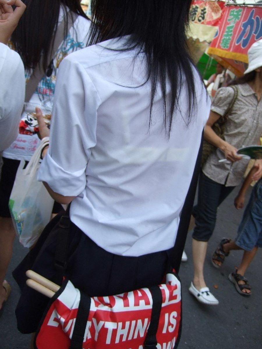 祭り会場で下着が透けてる女子校生を盗撮!