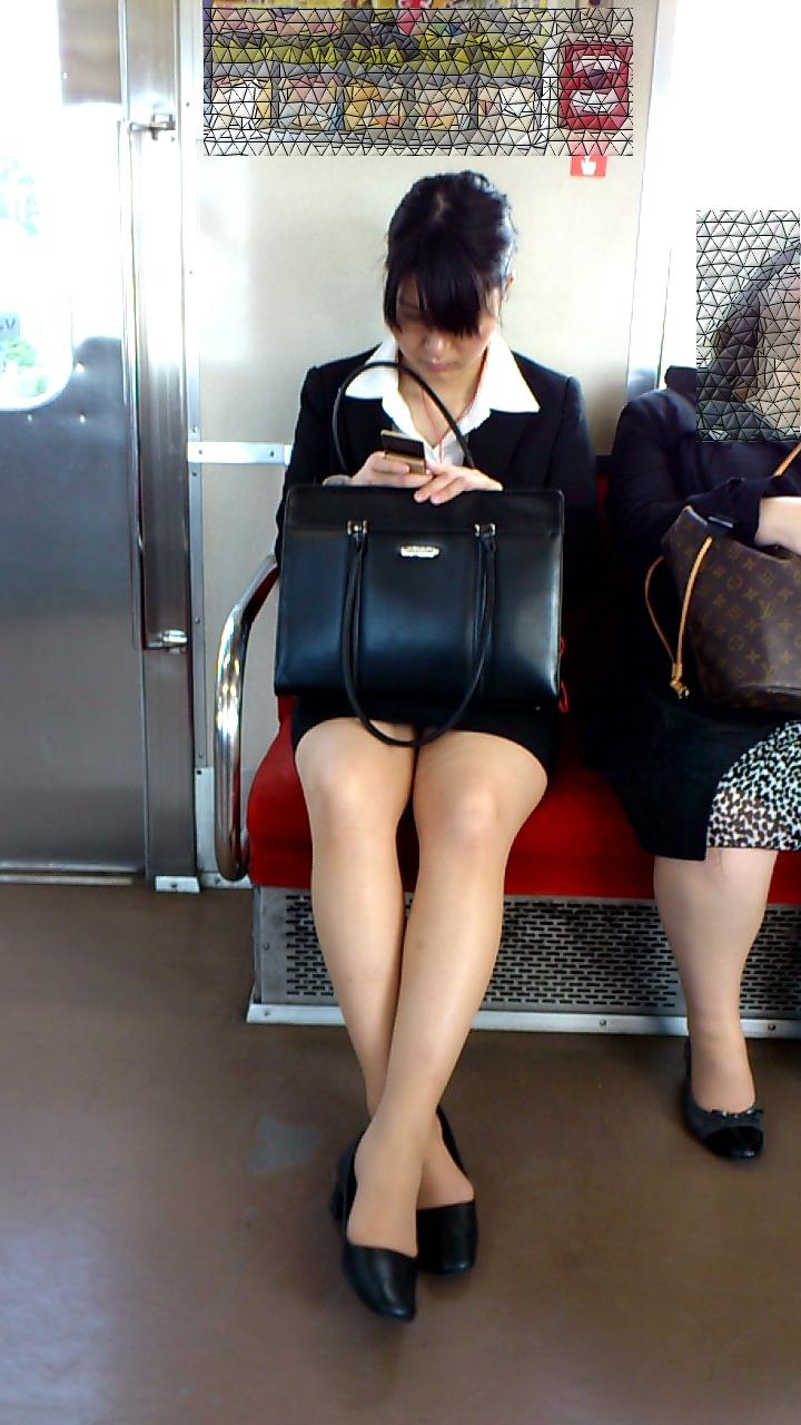 美人OLさんの美脚をじっくり眺める!