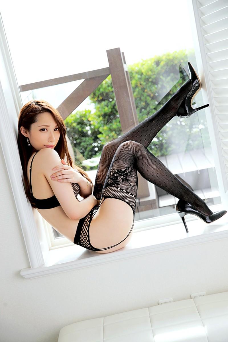 網タイツ履いたい色っぽい美女の美脚!