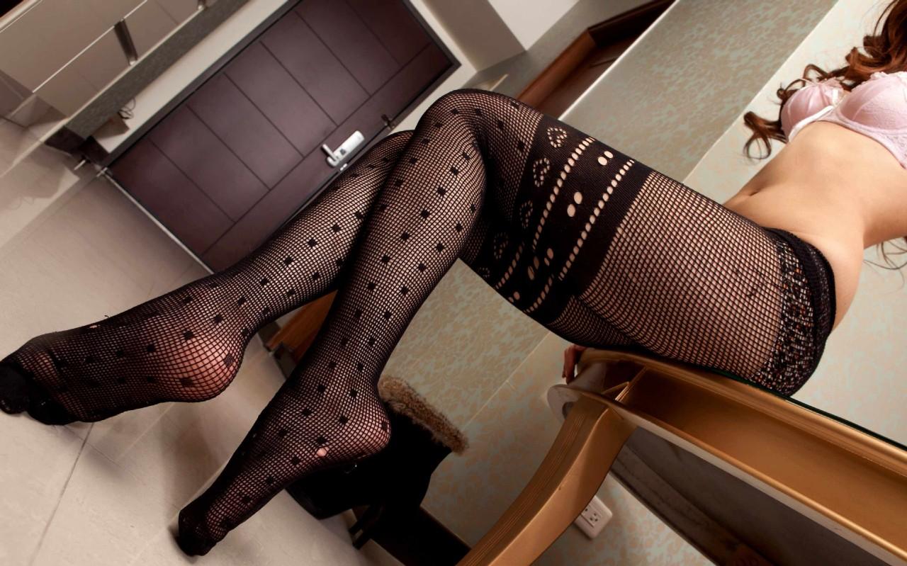 女性の足がめっちゃエロく見せます!
