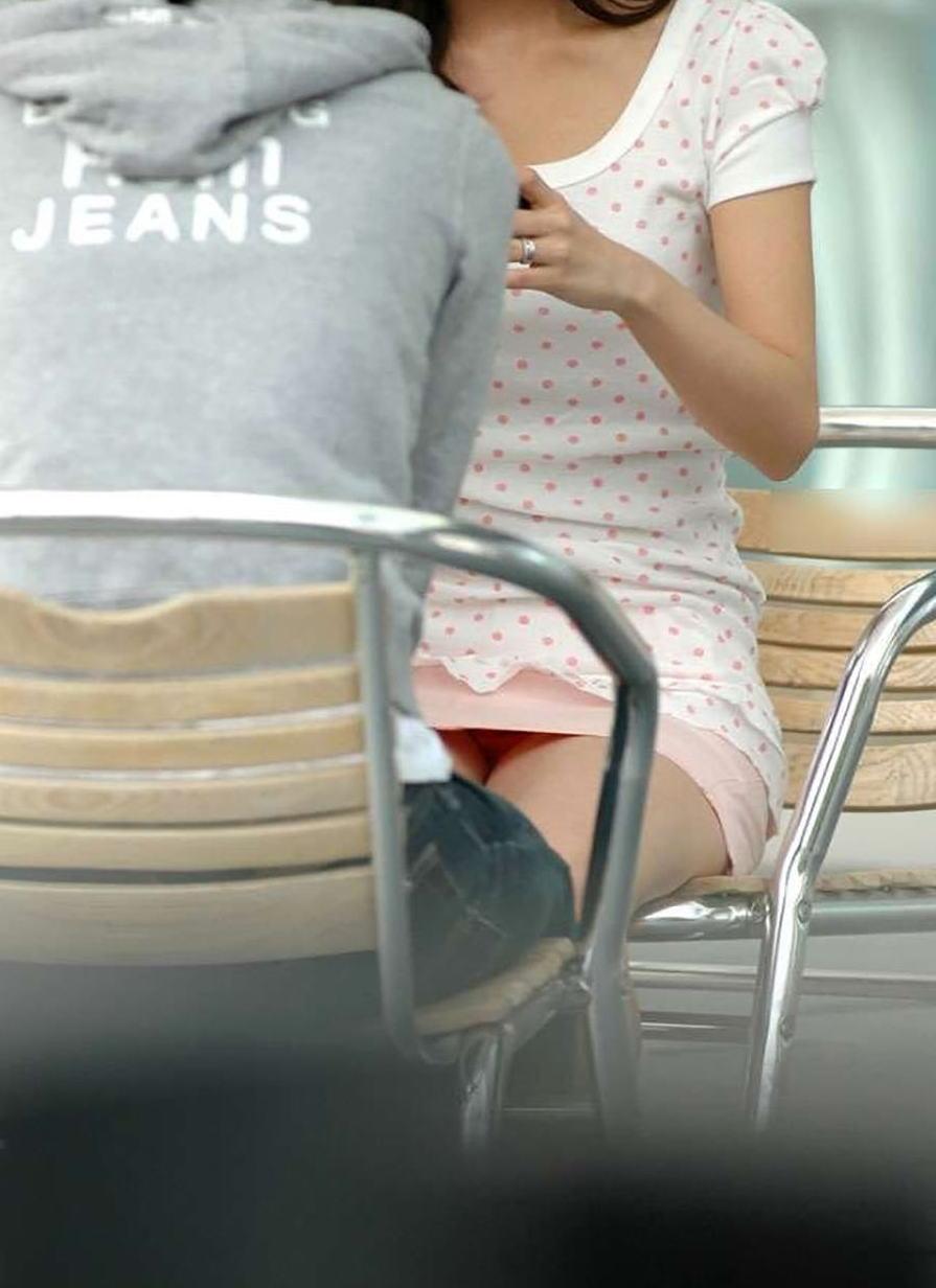 デート中の彼女のパンティをスマホで盗撮!