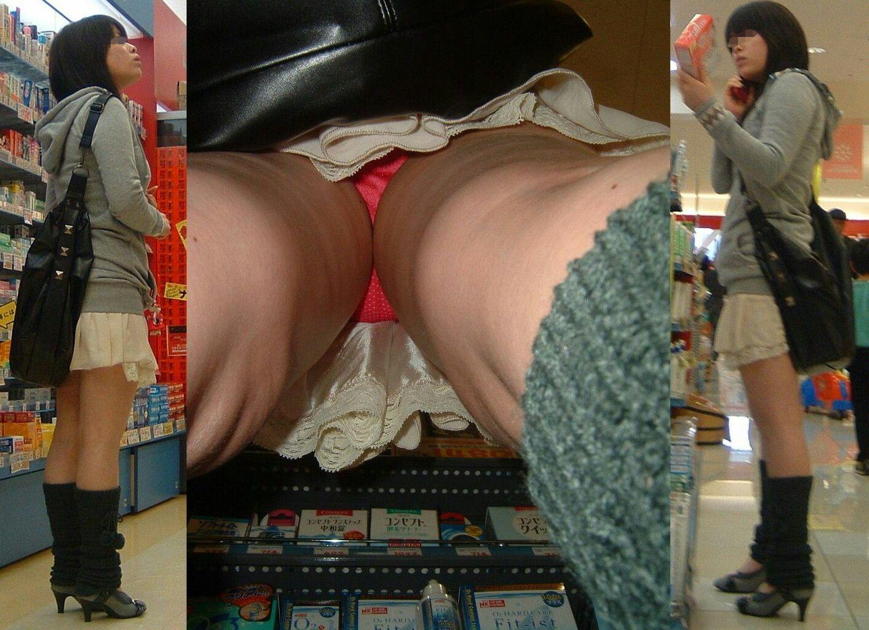 買い物してるミニスカ女性を逆さ撮り!