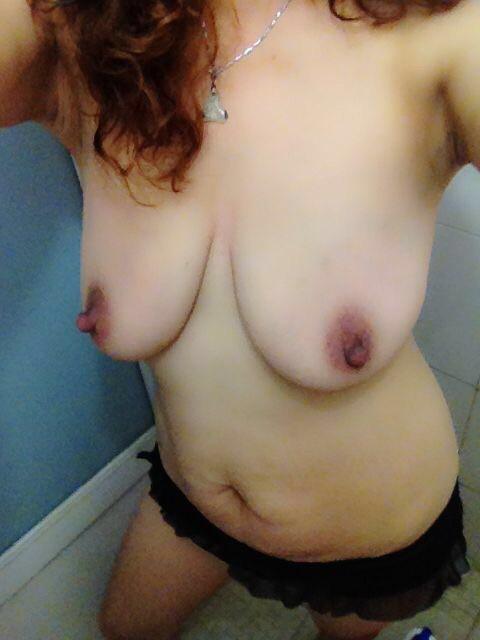 熟女の潤いのない垂れ乳がエロすぎる!